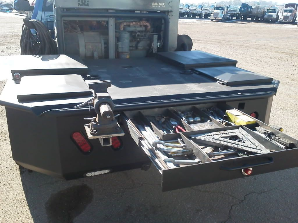 rig truck welding beds | tow rig and pipeline welding truck