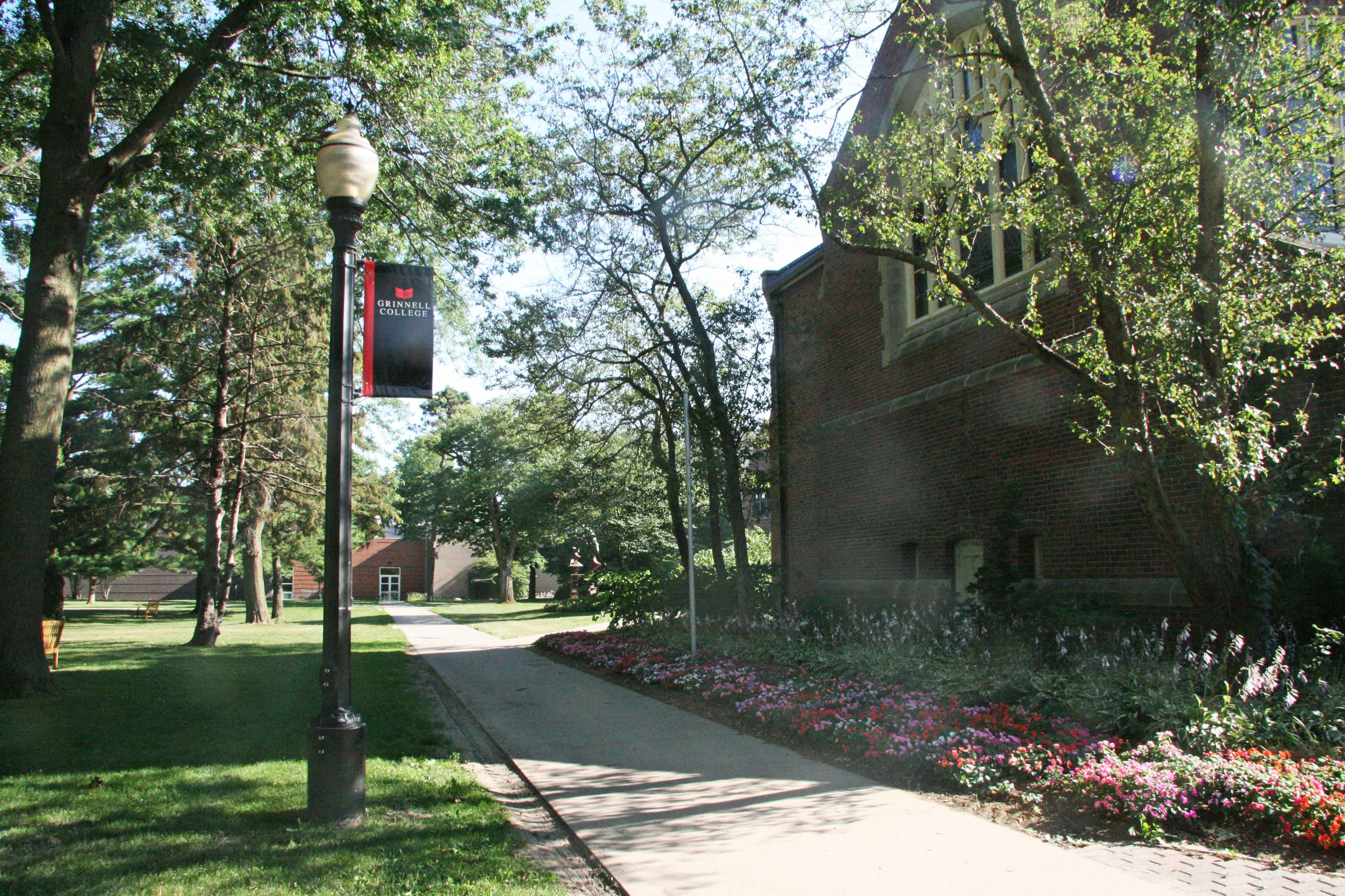 Grinnell College campus and neighborhood - beautiful  Town is all