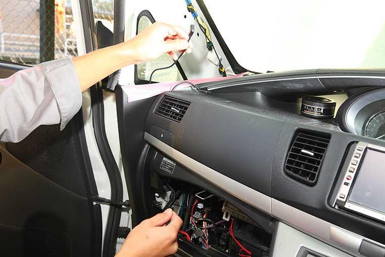 ドライブレコーダー取り付け方法 ピラー内部や天井裏に配線を隠すコツ 配線を隠す 配線 ピラー