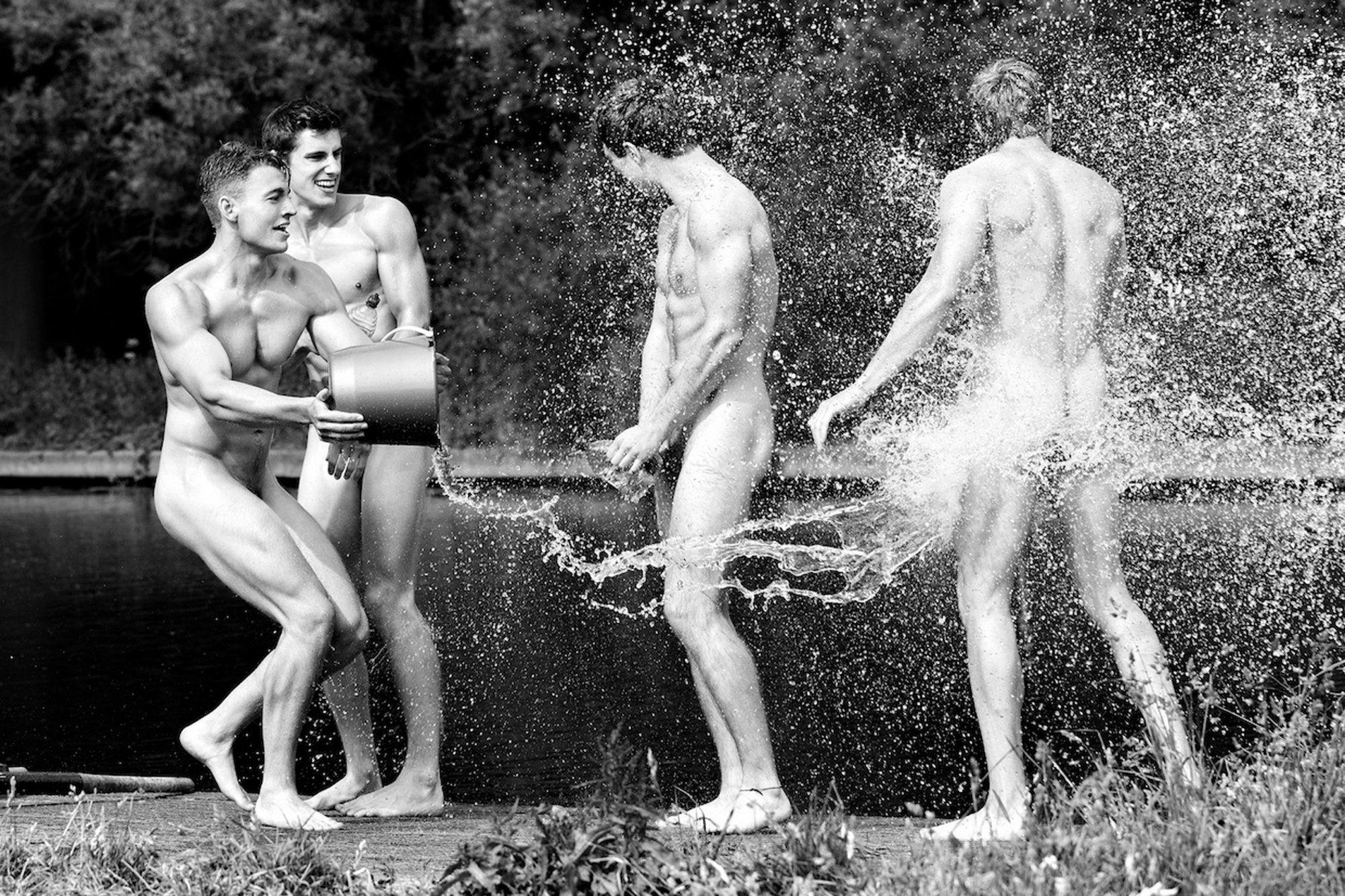 Порно молодые спорт голых парней в воде видео