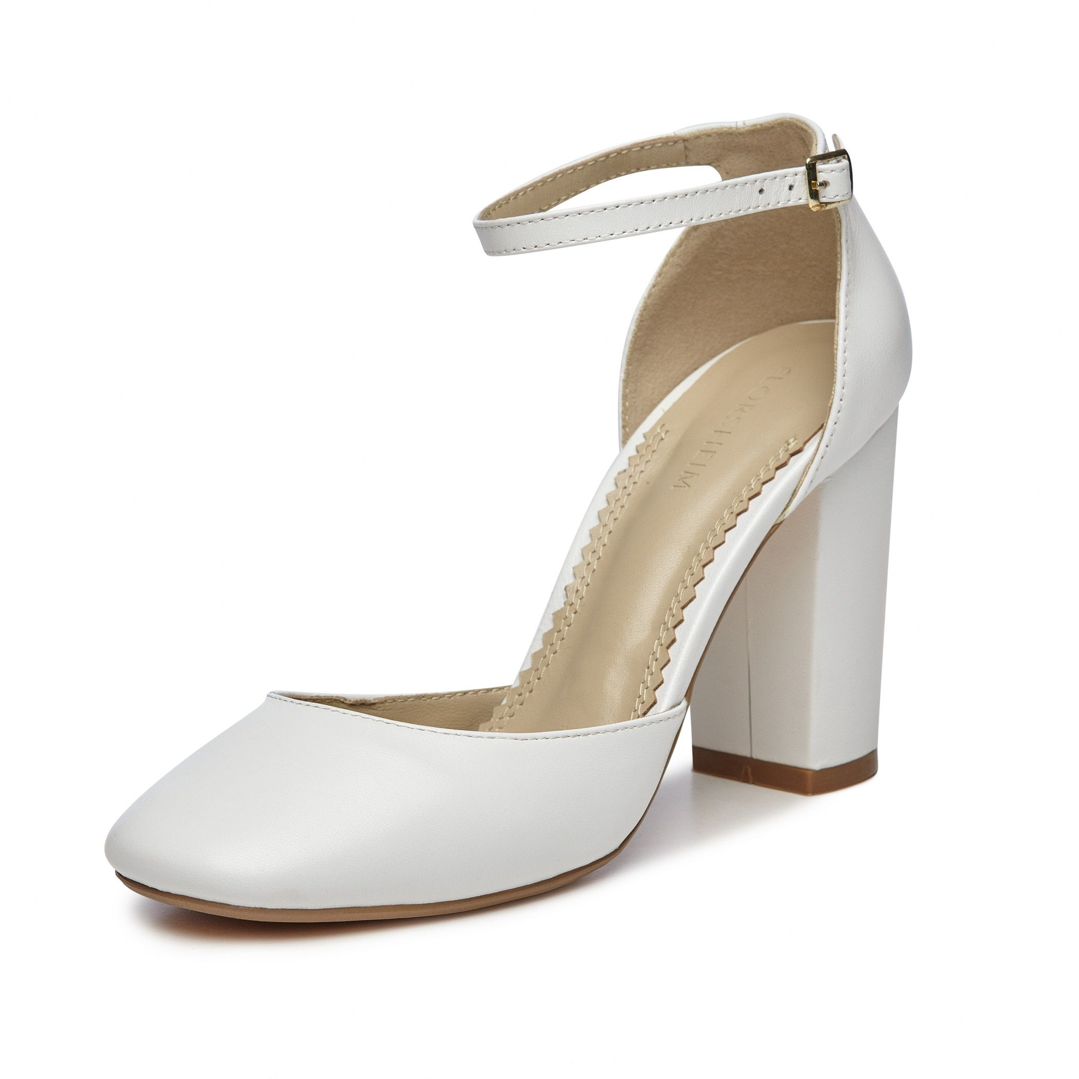 Lario is a kid leather closed toe pump with a block heel and fine