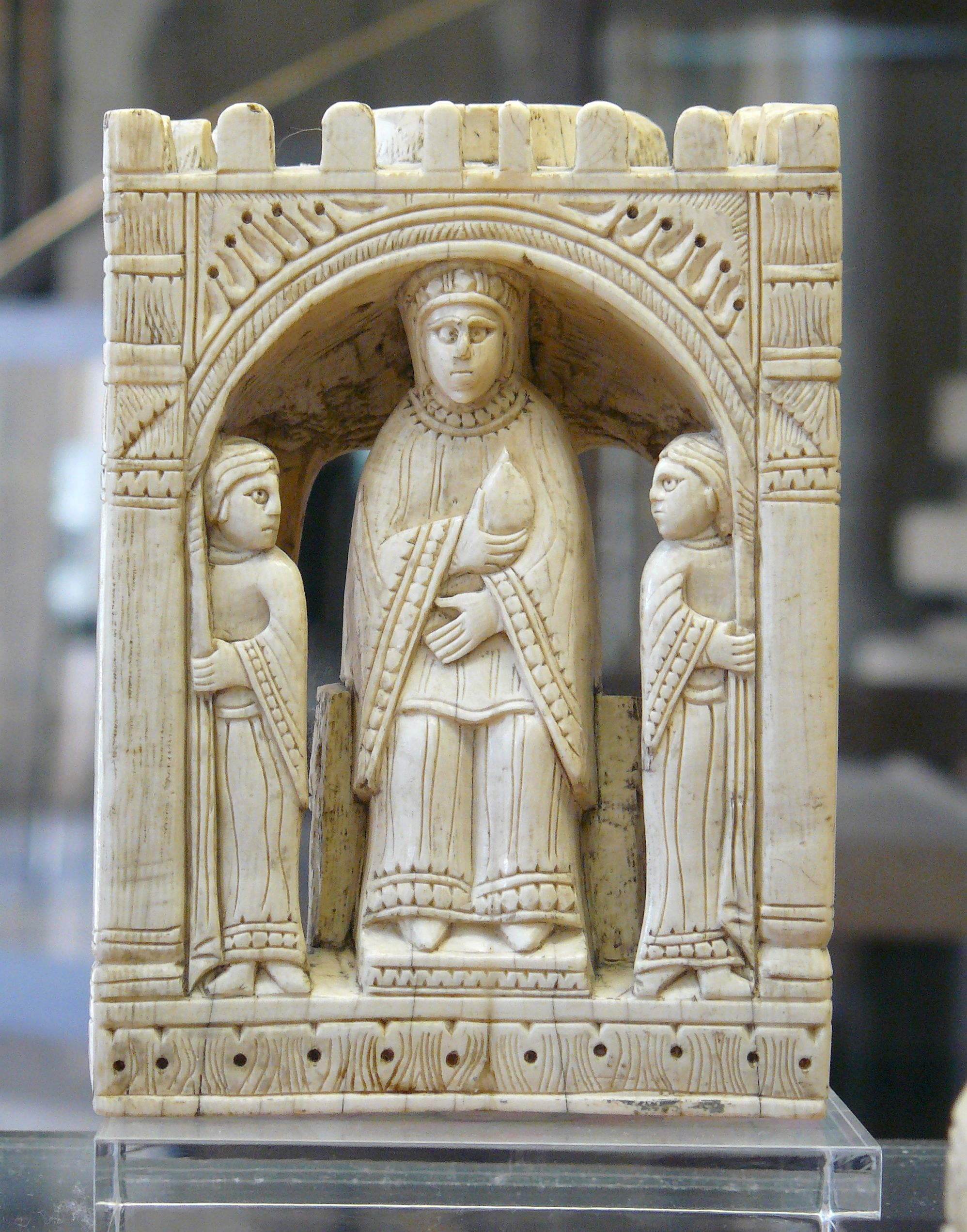 File Echiquier De Charlemagne Reine Cdm Jpg Wikimedia Commons Diosas Celtas Juegos Y Juguetes Tallados