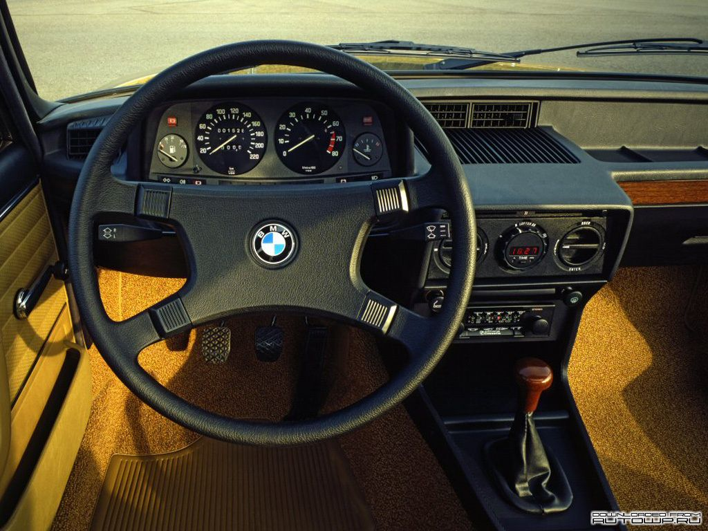 E12 Bmw 525 Dashboard Fieldsbmw Fieldsauto Bmw Bmw 5 Series