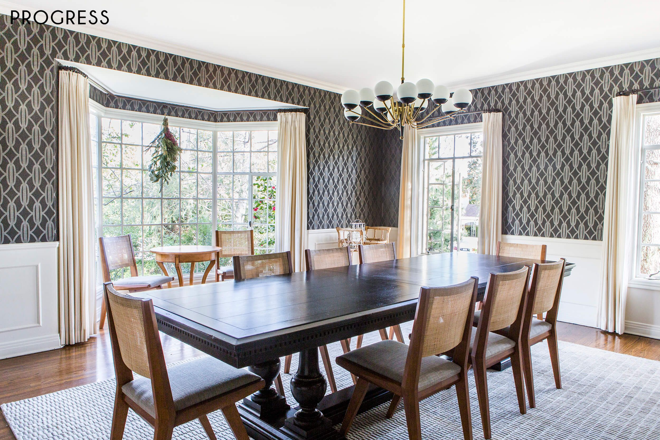 Chandeliers For Dining Room Traditional Modern Chandelier Works In Traditional Dining Room Because It