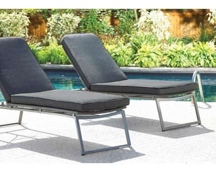 Chaise longue tiss e et coussin umbra loft canadian tire for Chaise adirondack canadian tire