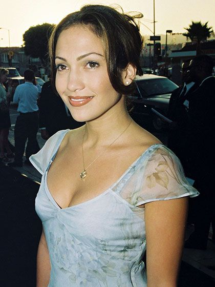 22 Celebrities Who Never Seem To Age Celebrities Latina Celebrities Jennifer Lopez