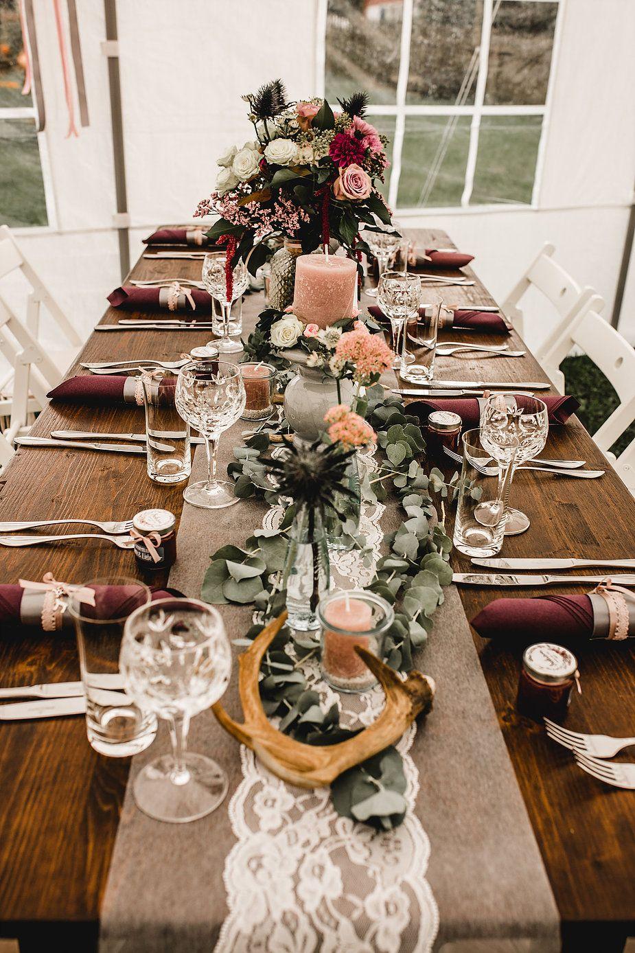Eine Rustikale Diy Gartenhochzeit Im Kuscheligen Herbst Hochzeit Deko Tisch Dekoration Hochzeit Hochzeit Tischdekorartion