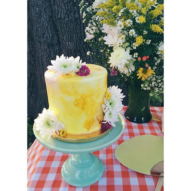 Yellow water color wedding cake with fresh flowers / 2tarts Bakery ...