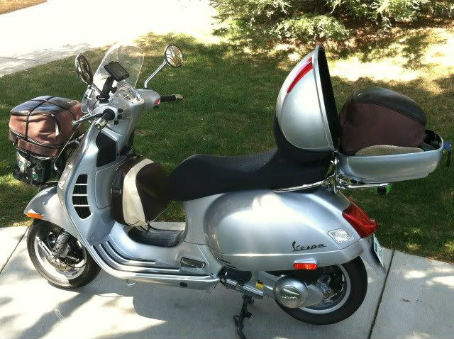 vespa gts with top box and front rack google search. Black Bedroom Furniture Sets. Home Design Ideas