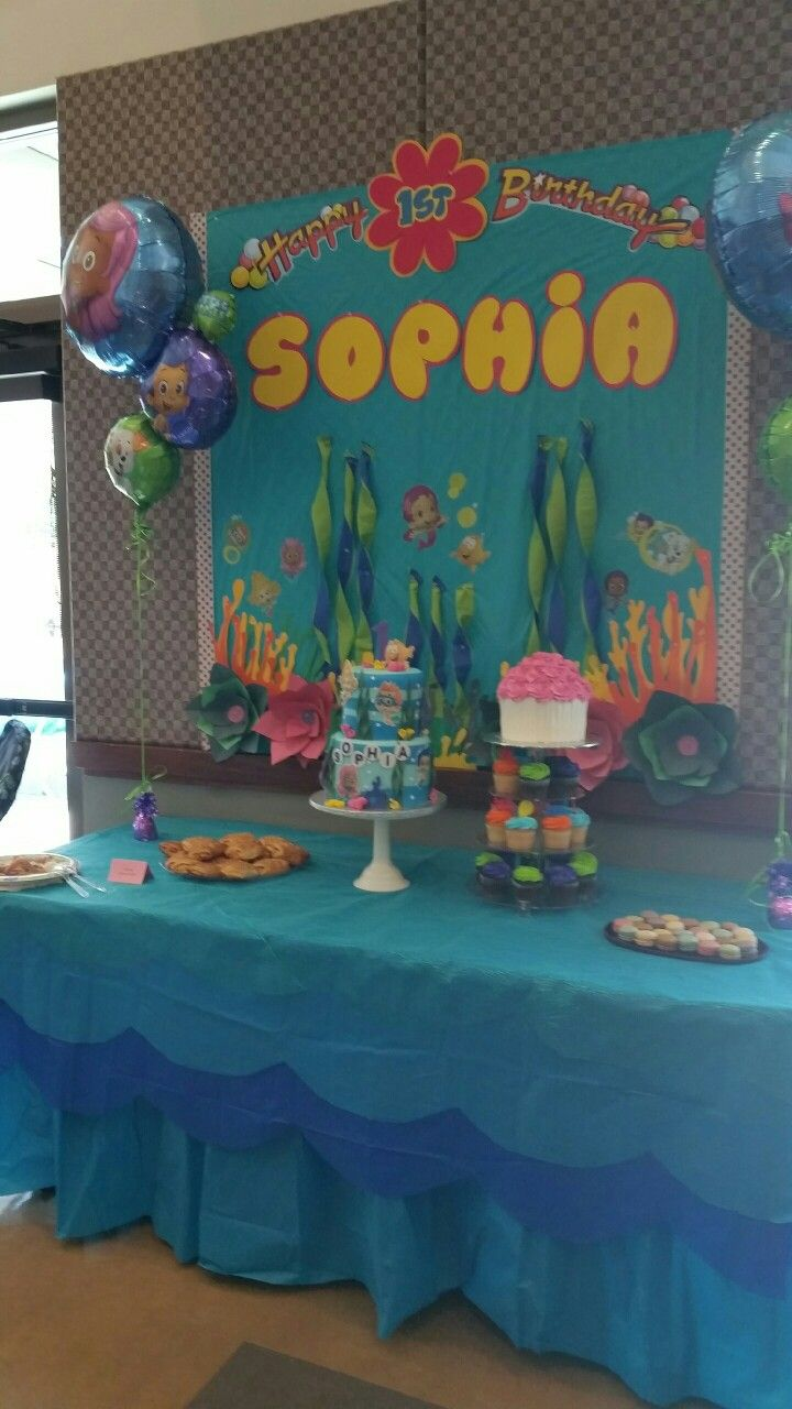 Bubble Guppies cake table | Jaiden\'s first birthday party ...