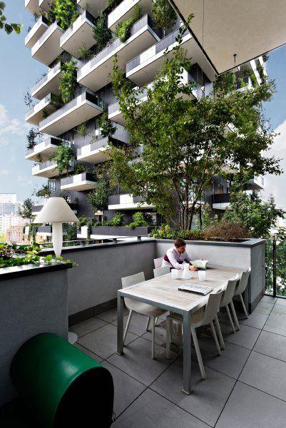 Bosco Verticale Mailand Die Beiden Hochhauser Stehen In Einem Park Zwischen Der Via Gaetano De Castilla Und Der Via Grune Architektur Hochhaus Architektur