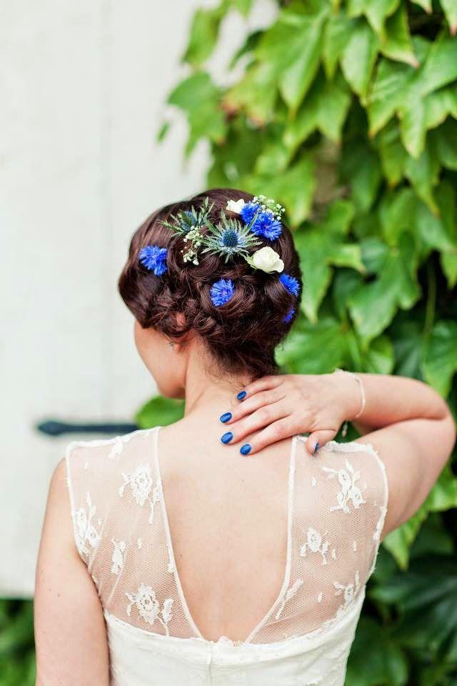 Coiffures de mariage avec des rubans bleus