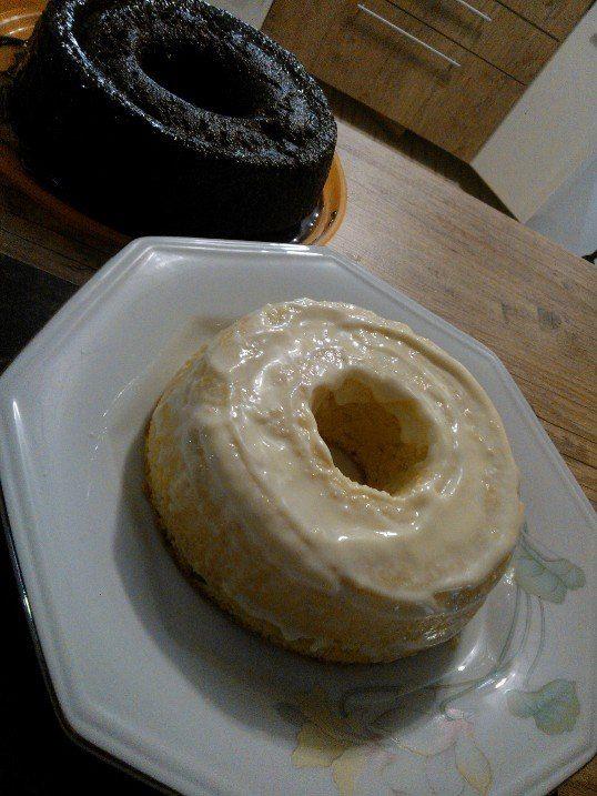 bolo cremoso de chocolate e bolo de limão siciliano com recheio e cobertura de musse de limão