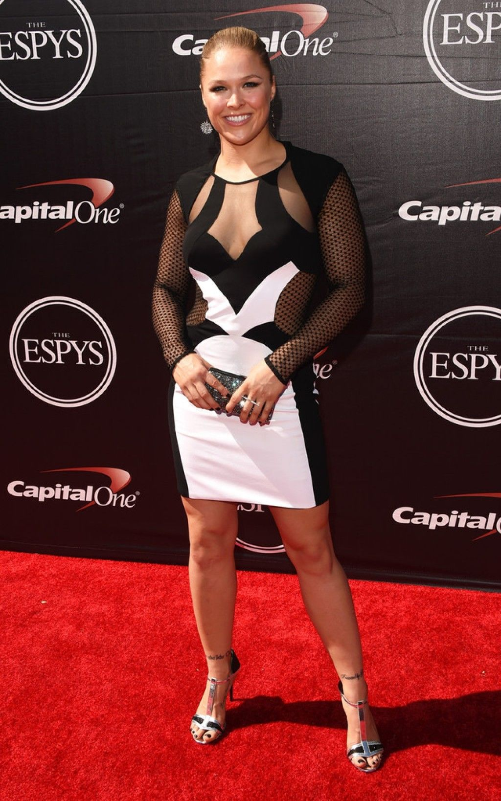 UFC fighter Ronda Rousey reveals she struggled with bulimia ...