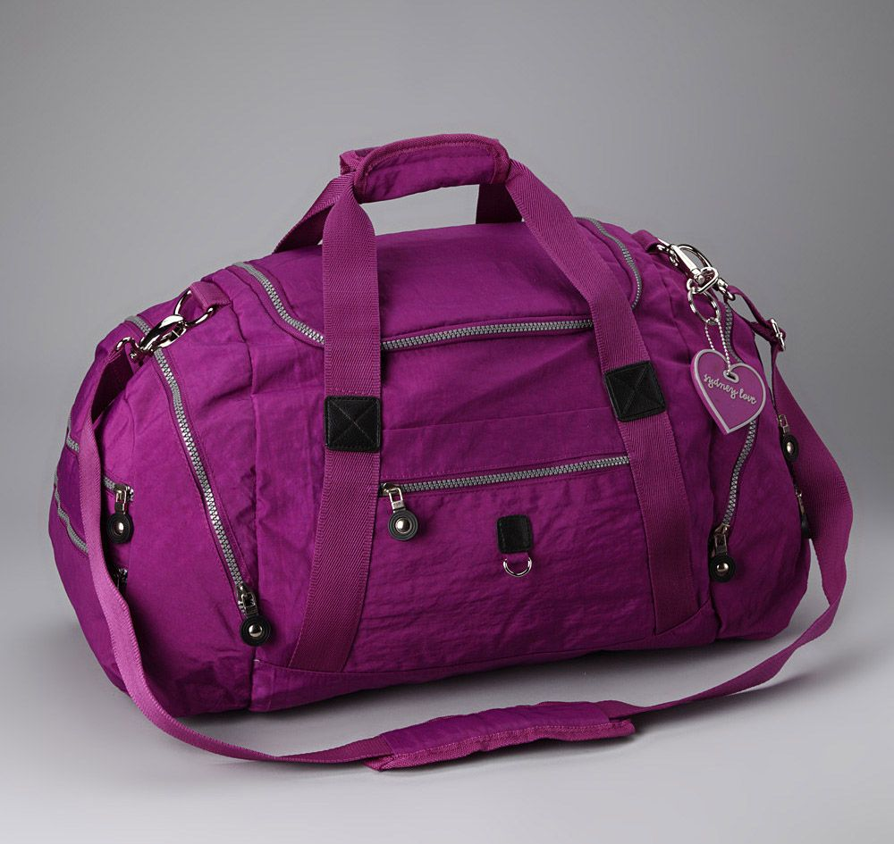 In this photo gallery, beautiful gym bags for women with you. Sport is essential for a healthy life. Women who participate in sports have a healthier body. Sports increases self-confidence in women.
