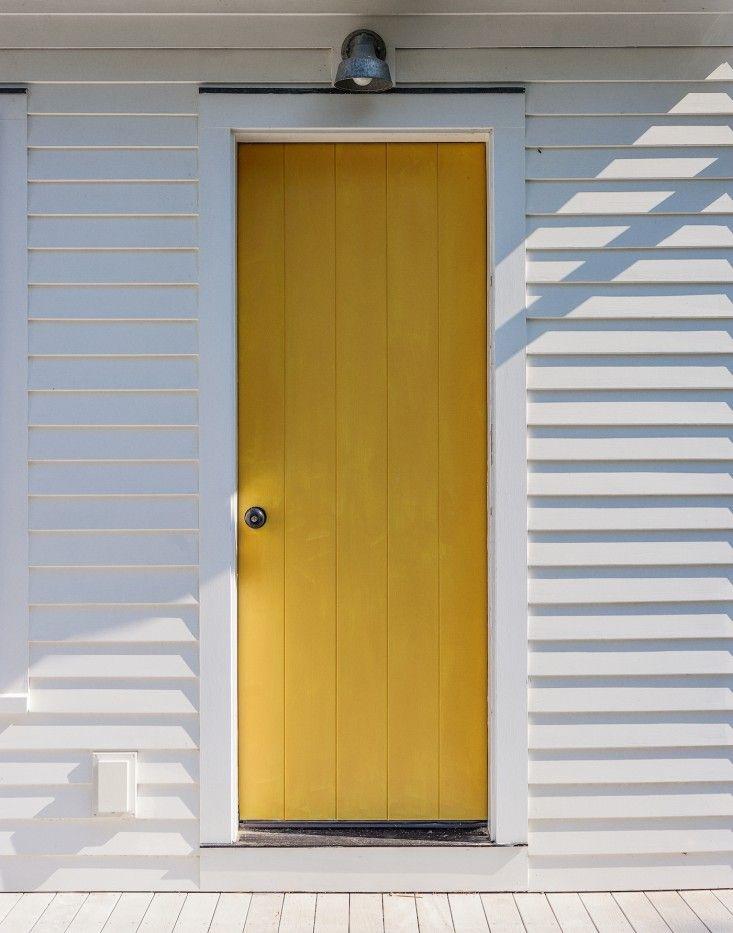 Architect Visit A Kitchen Garden On Cape Cod Gardenista Cape Cod Exterior Cape Cod House Architect