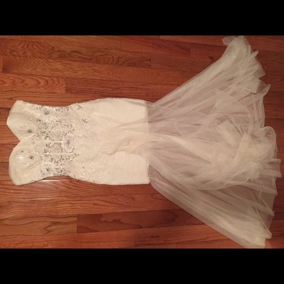 Jovani ivory/white prom/formal dress This is a BEAUTIFUL and unique dress I wore to me prom last year, I got so many complements and I loved wearing it so much. It's only been worn once, perfect condition (no tears, rips, or stain, tiny bit of dirt on he bottom from walking around but it can easily be washed out). US size 4 (fits true to size). Jovani Dresses Prom