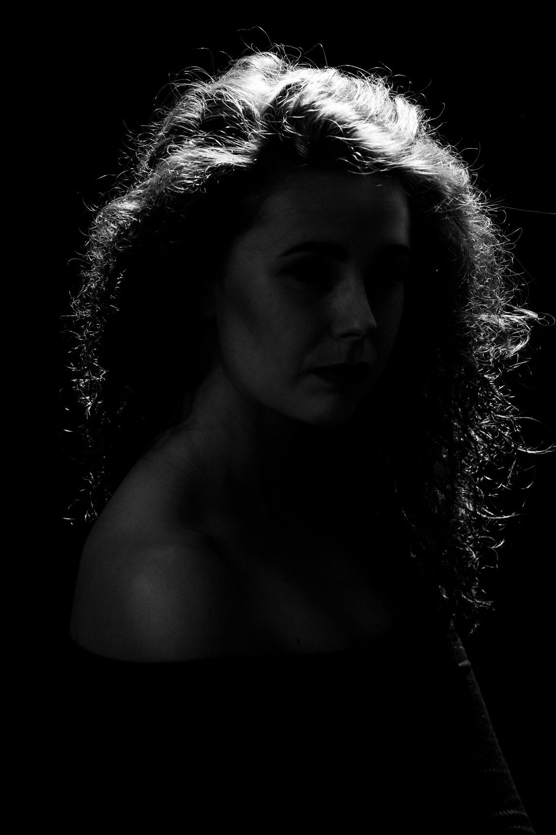 moody studio photography with creative editing. Styling and artistic posing makes for an impactful image. #portraitphotography #studiophotography #femaleportrait