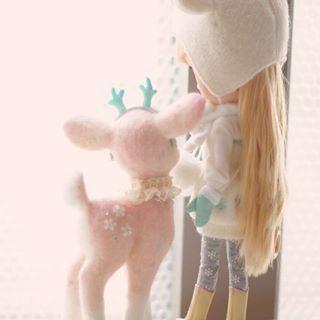 창밖을 봐~ 뾱뾱이가 있지...???? #needlefelting #needlefelted #needlefelt #felting #woolfelting #woolfelt #doll #toy #diy #blythe  #handmadeanimals #bambi #fawn #deer #cute #fiberart #wooltoy #양모인형 #양모펠트 #니들펠트 #밤비 #인형 #핸드메이드인형 #블라이스 #dollsneedlefelt 창밖을 봐~ 뾱뾱이가 있지...???? #needlefelting #needlefelted #needlefelt #felting #woolfelting #woolfelt #doll #toy #diy #blythe  #handmadeanimals #bambi #fawn #deer #cute #fibe #dollsneedlefelt