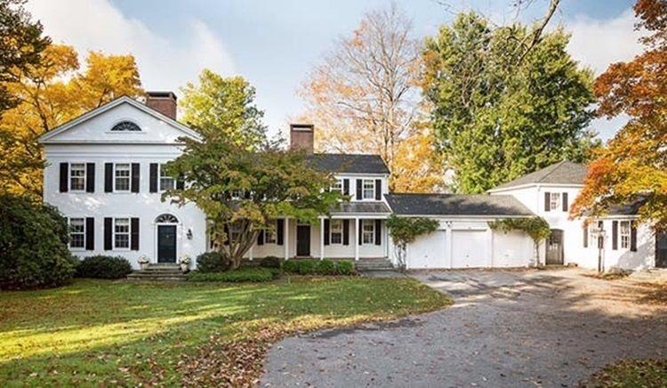 Сельский дом в колониальном стиле, разработанный студией Chango & Co., расположен в историческом городе Litchfield в северо-восточном Коннектикуте