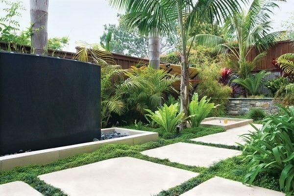 Kleiner Garten Symmetrie In Der Gestaltung Steinplatten Rasen Viel Grün