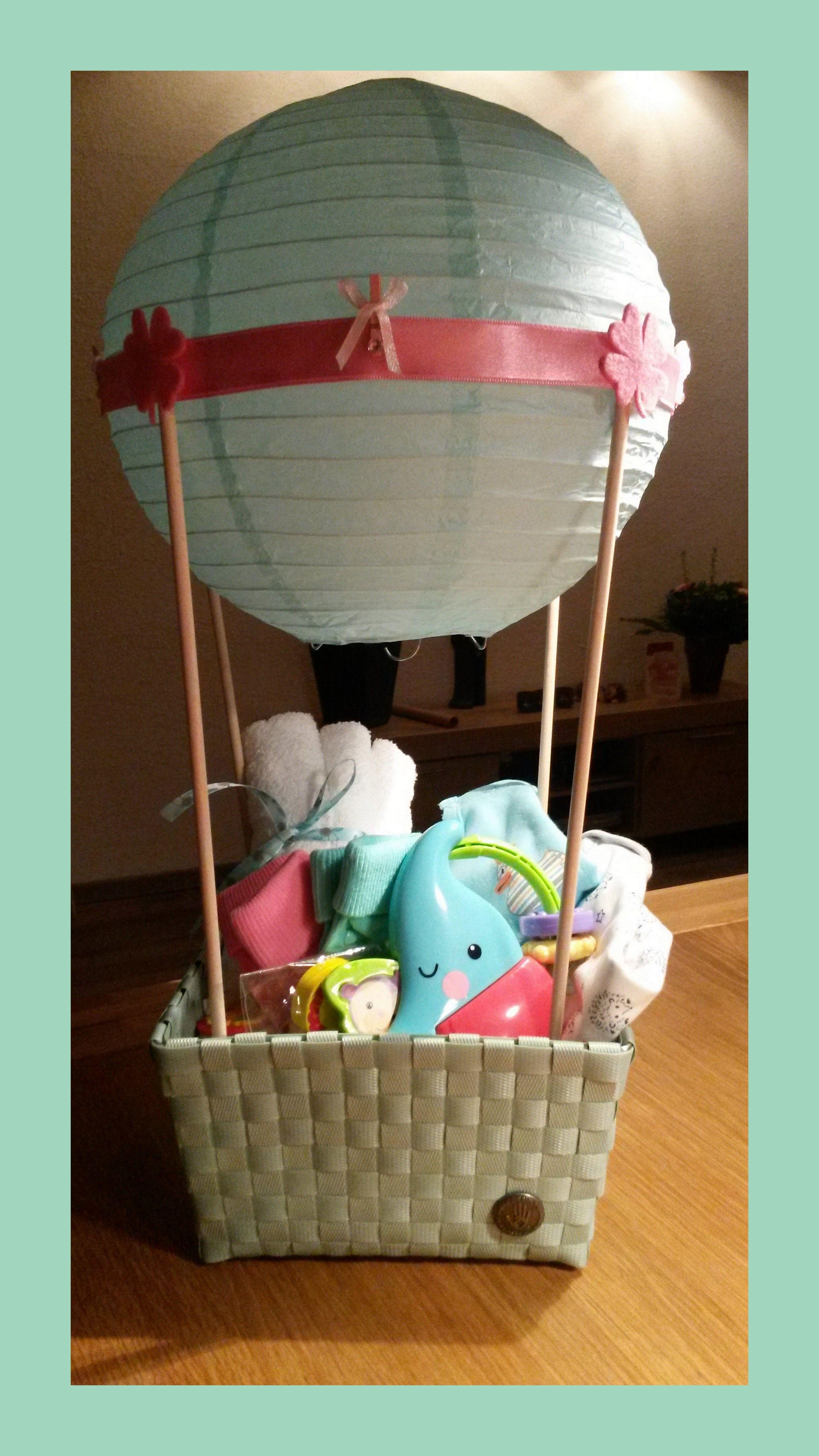 luchtballon met baby cadeautjes gemaakt een lion