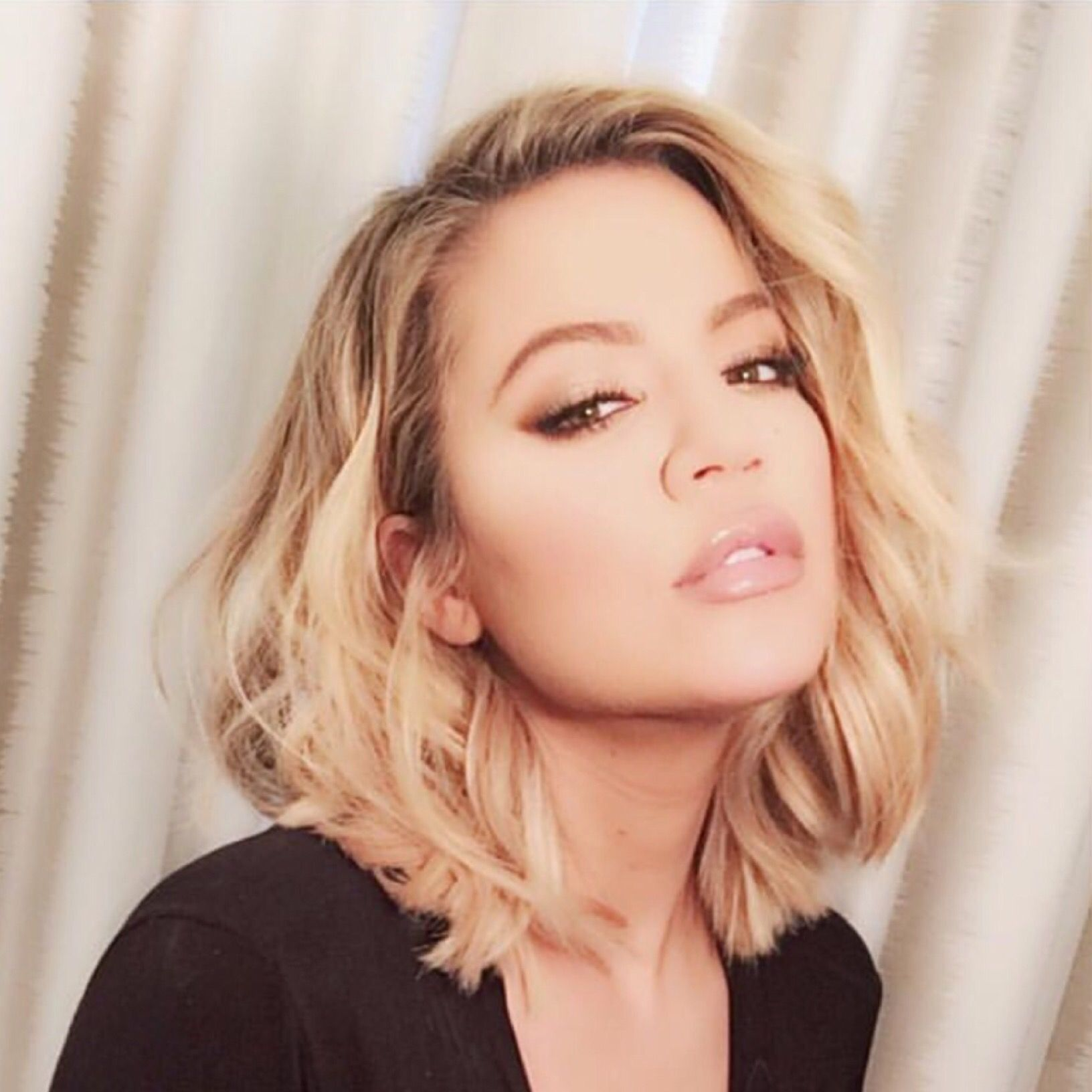 New Hair Alert Khloe Kardashian Serves Hotness With Her New Cut