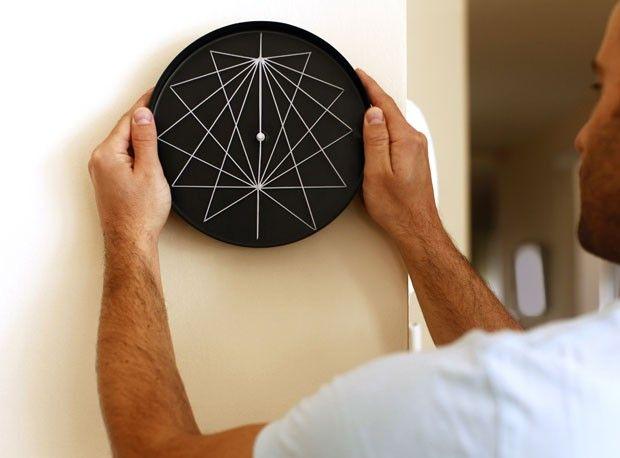Relógio Perspective, do Studio Ve. Para ver mais modelos, clique na imagem