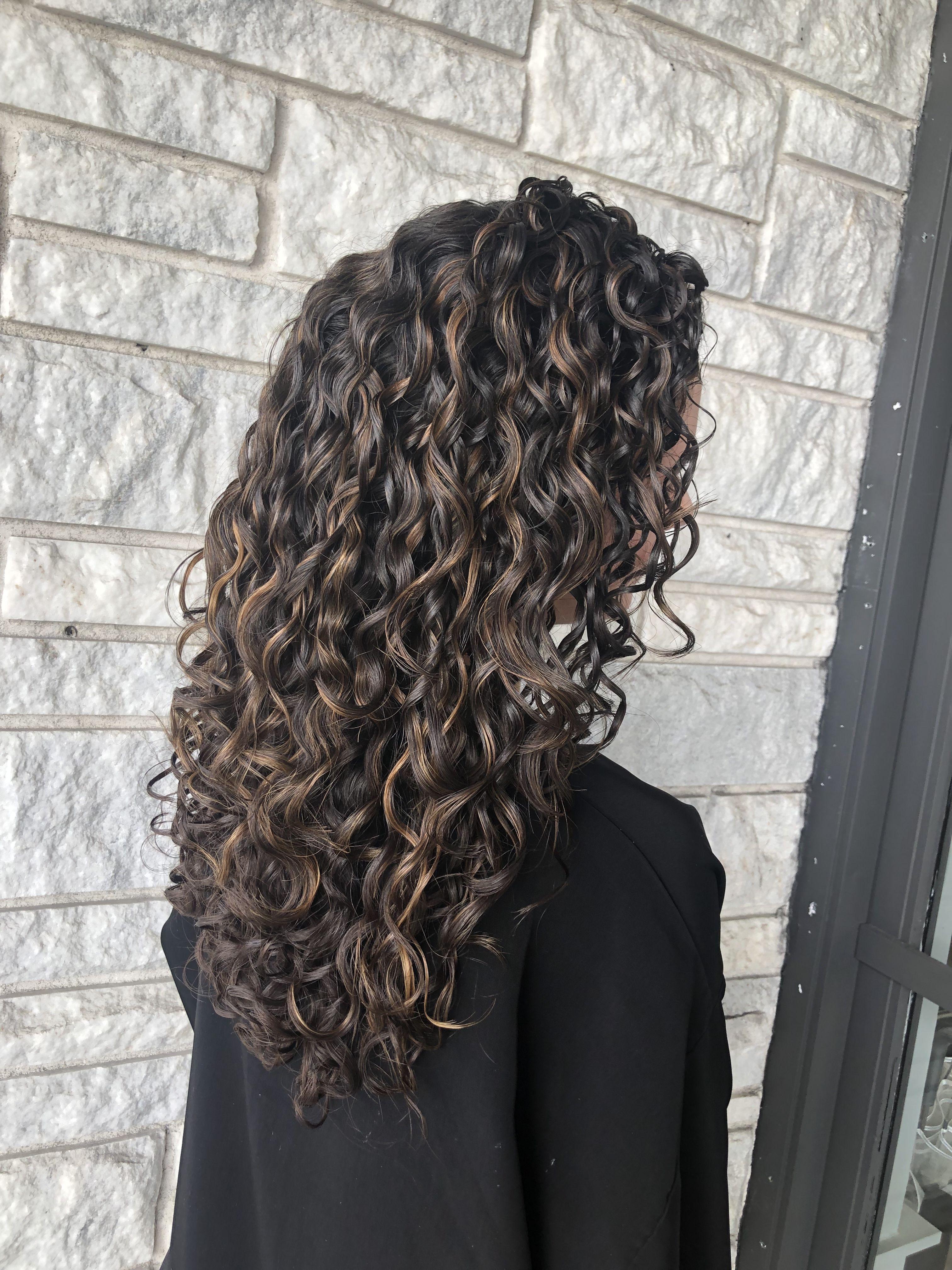 Partial Honey High Lights On Dark Brown Curly Hair For A Subtle Look Curlyhair Curlygirlmethod Curlyco Brown Hair Balayage Brown Curly Hair Brown Hair Perm