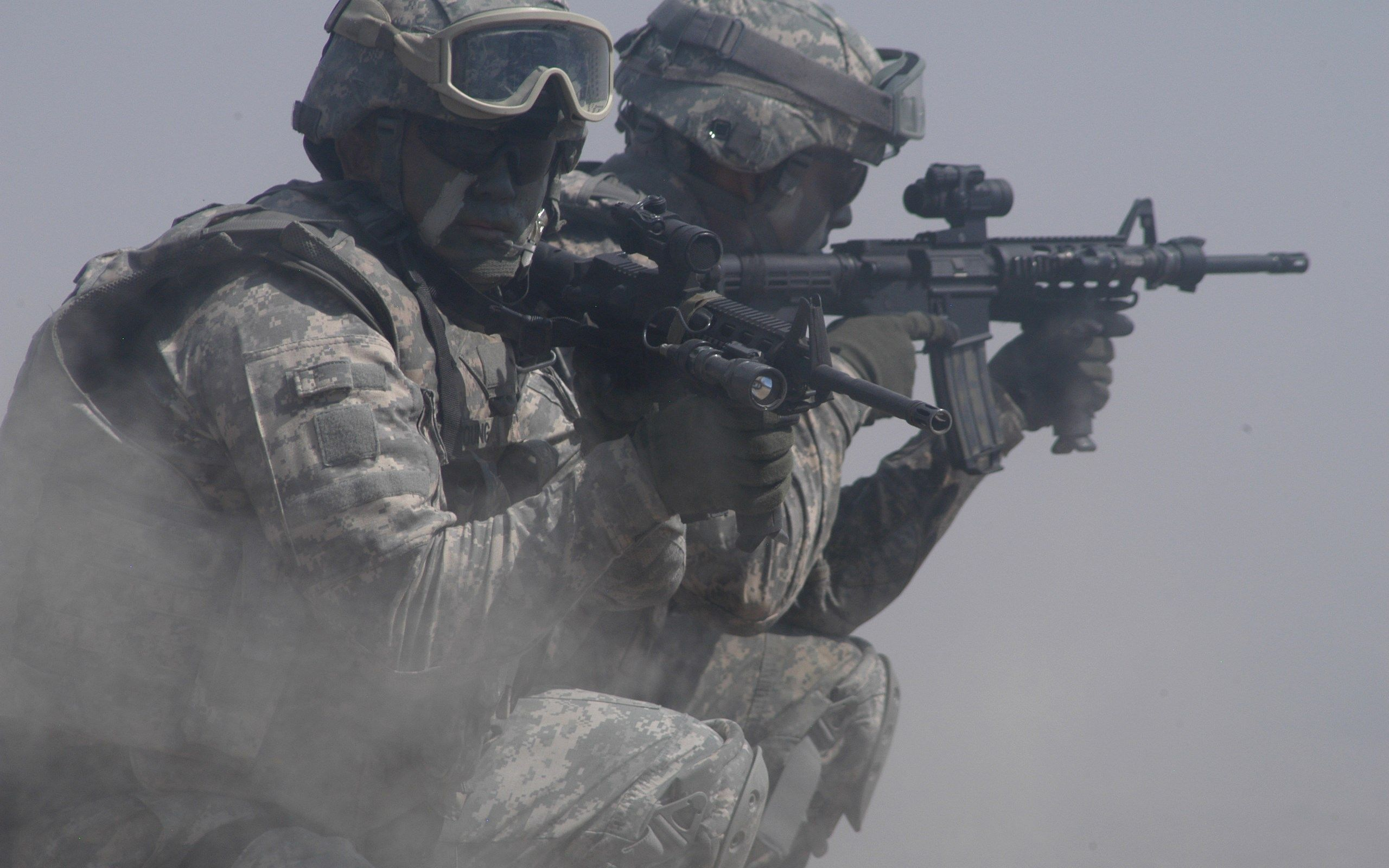 Hd Widescreen Wallpapers Soldier Pic 2560x1600 468 Kb Us Army Soldier Military Wallpaper Army Wallpaper