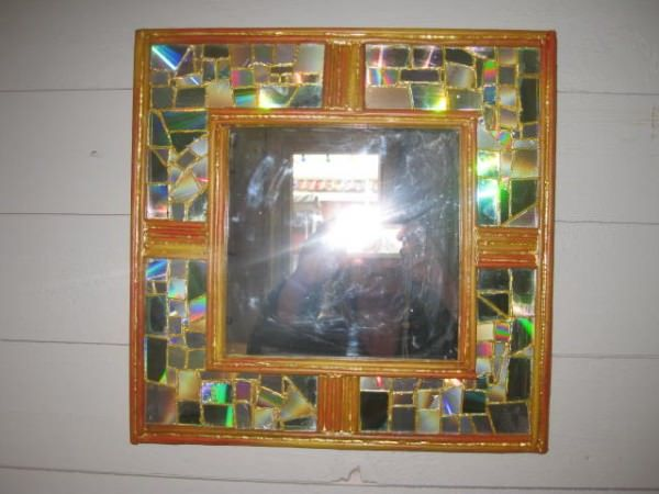 Mirrors Made Out Of Recycled Cd And Rolled Paper #recycledcd
