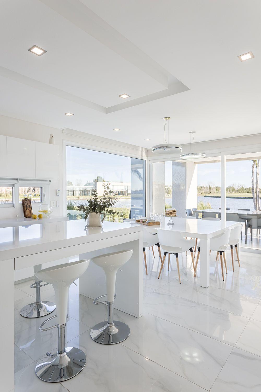 Cocina comedor diario en casa moderna del estudio