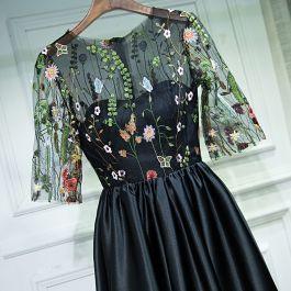 schöne schwarz festliche kleider abendkleider 2017 mit spitze blumen rundhalsausschnitt 1/2