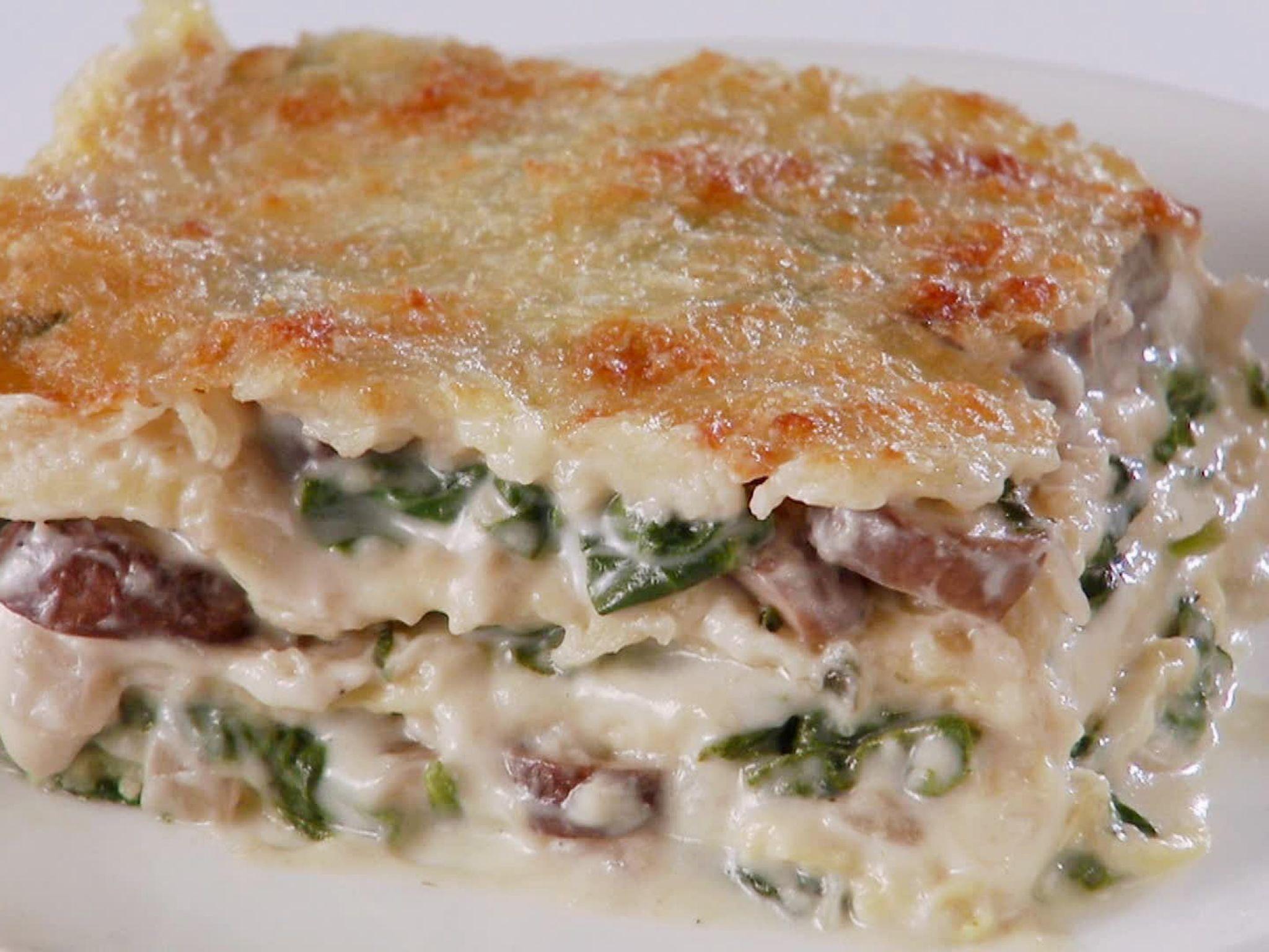 Creamy spinach and mushroom lasagna recipe mushroom lasagna creamy spinach and mushroom lasagna food network recipeschef forumfinder Images