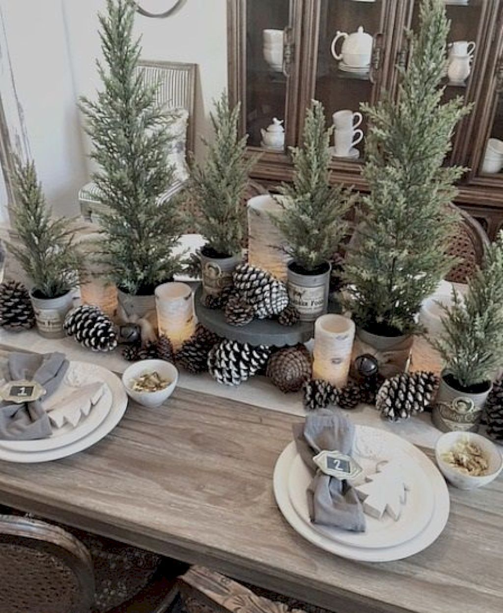 35 Cute Farmhouse Christmas Decor And Design Ideas With Images Christmas Table Decorations Christmas Tablescapes Christmas Dining Table