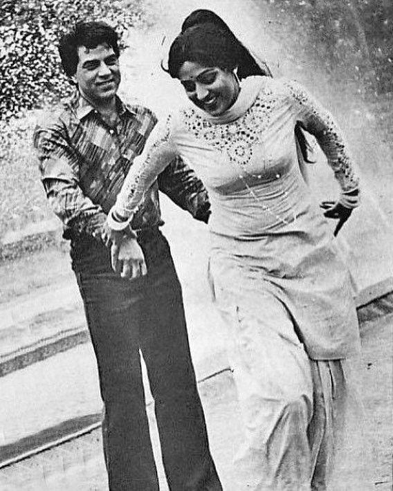 "2 Likes, 1 Comments - muvyz.com (@muvyz) on Instagram: ""#muvyz082917  #BollywoodFlashback #couplegoals #whichmuvy… | Hema malini, Bollywood  actors, Bollywood outfits"