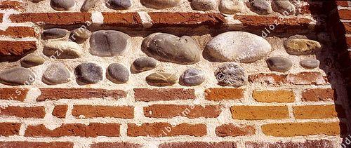 mur de briques et galets de garonne toulouse murs de briques garonne et briques. Black Bedroom Furniture Sets. Home Design Ideas