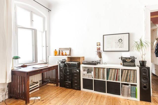 Ein Cooles Arbeitszimmer Helle Und Dunkle Mobel Kombiniert Alte Und Neue Mobel Kombiniert Hier Entsteht Inneneinrichtung Dunkle Mobel Einrichten Und Wohnen
