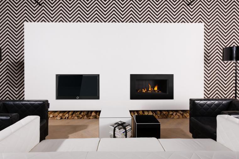Meubel met inbouwhaard en televisie van Jan des Bouvrie  De haard brandt op gas en hout