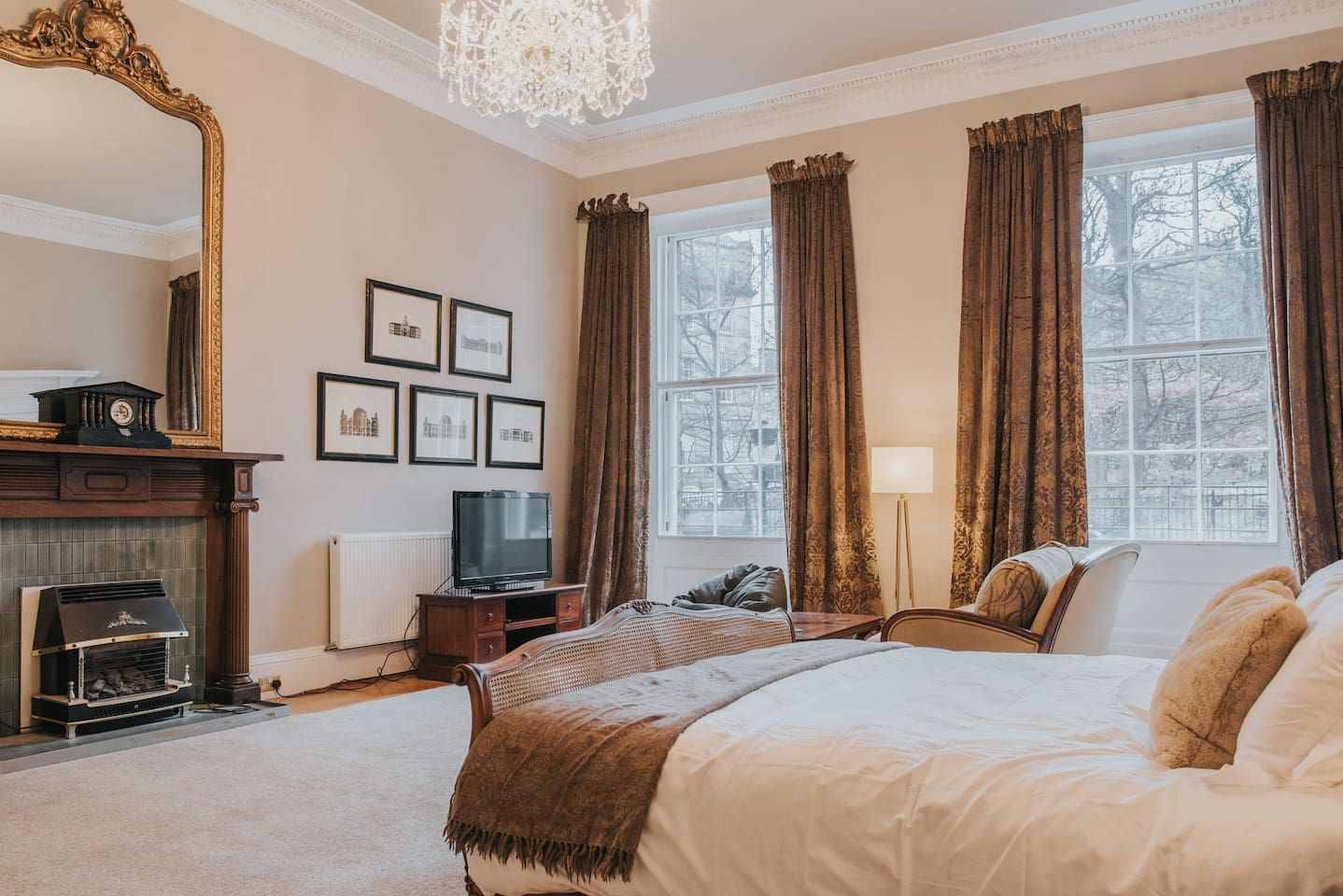 Luxury Private Suite in New Town Georgian Home ...