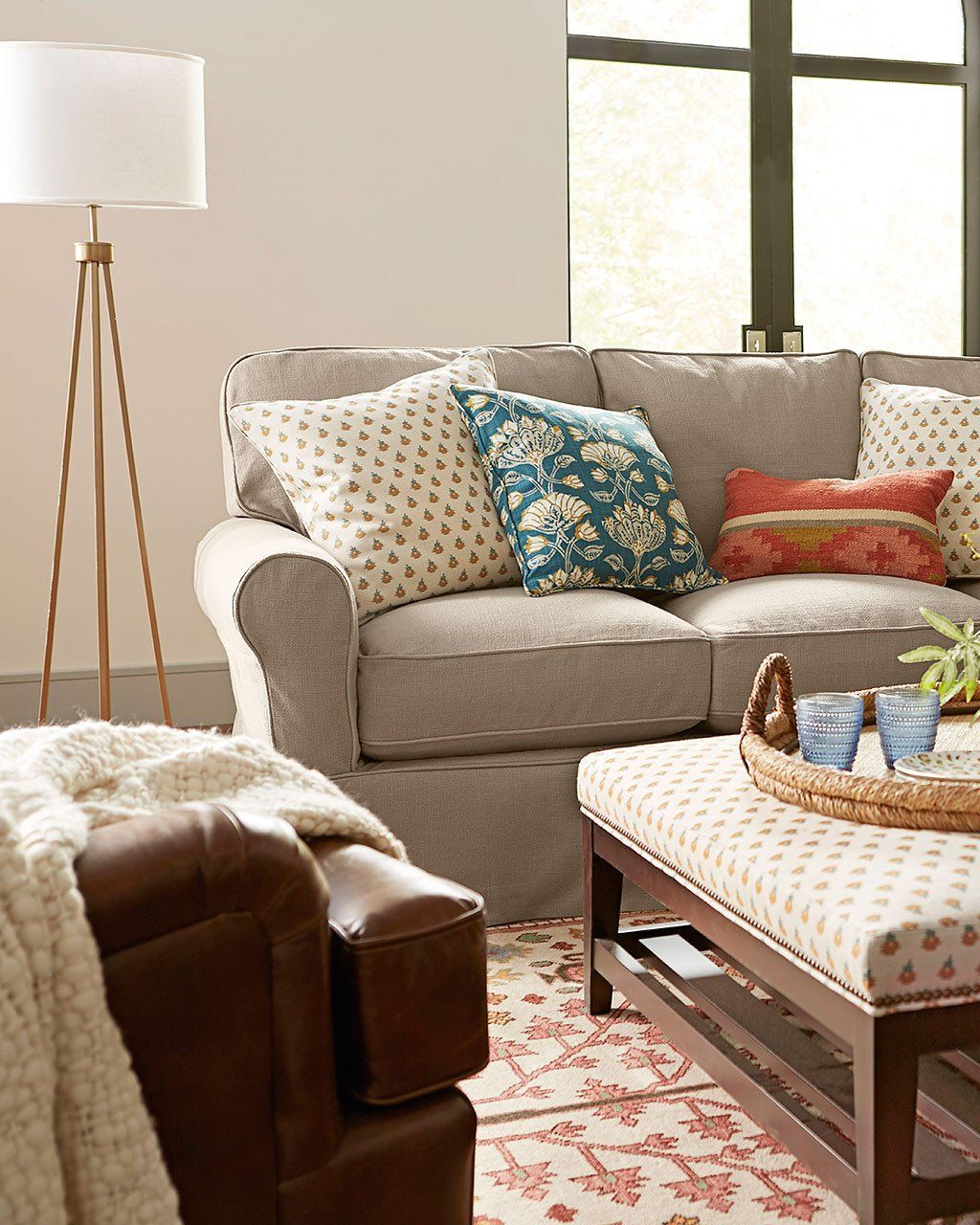 Small Living Room Couch Idea Best Of Small Living Room Ideas For More Seating And Style In 2020 Small Living Rooms Small Living Room Design Small Living Room Table #small #living #room #couch #ideas