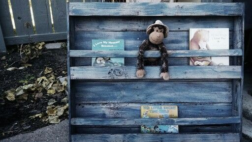 Nursery bookshelf made from pallet wood.  So fun to make! #mor2becreated