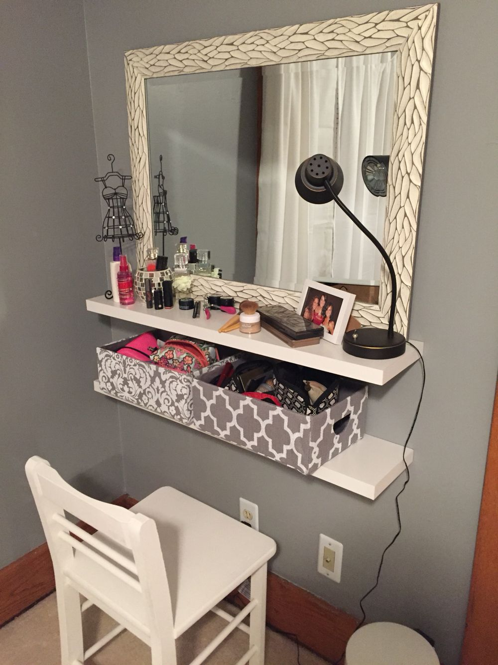 My diy makeup vanity future home pinterest diy makeup vanity