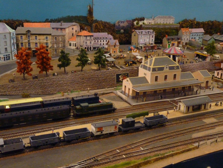 Maquette de la gare d 39 eymoutiers en ho 15 me salon du for Salon du train miniature