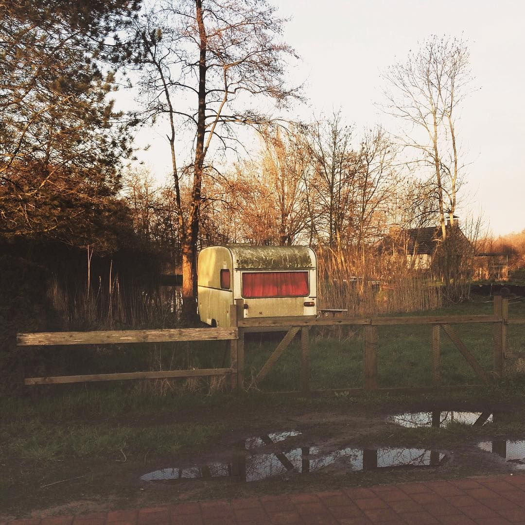 Als je een caravan tegenkomt op een rare plek, please stuur me dan een foto! #caravan #collection
