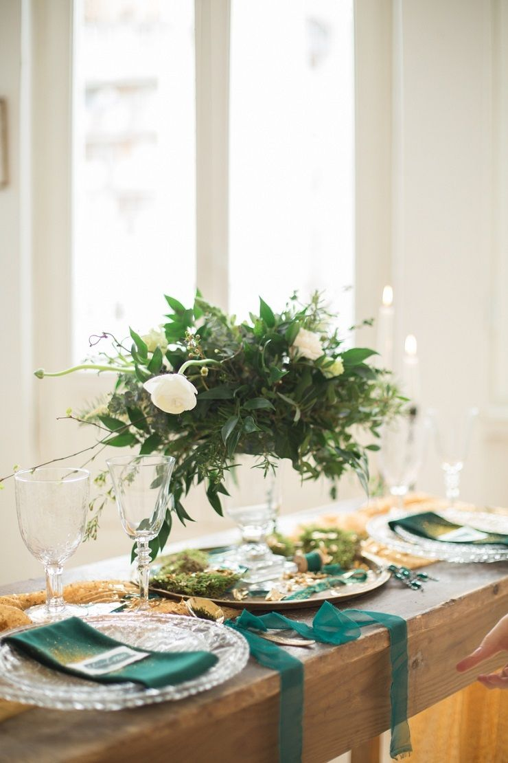 Gold and emerald fairytale wedding tablescape | fabmood.com #wedding #weddingstyledshoot #weddingphotos #weddinginspiration #weddingphotography #fineartwedding #fairytalewedding