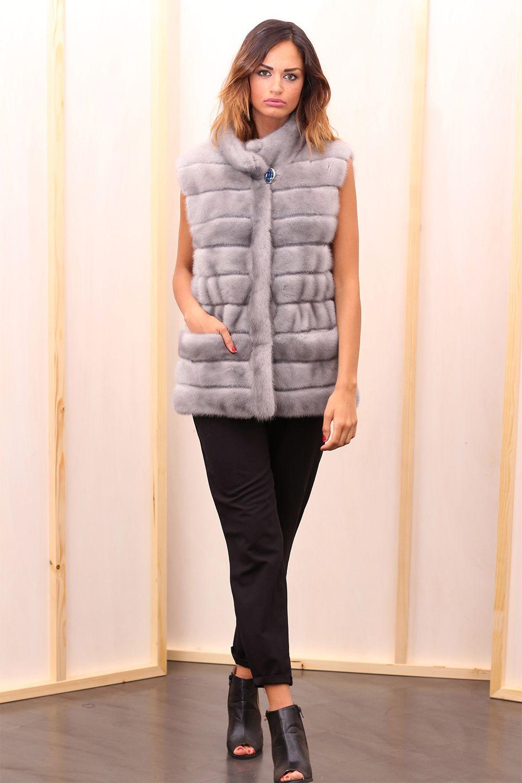 Sapphire Female Mink Fur Vest with hooks and button at the collar. Gilet di Visone Femmina Zaffiro con gancetti e bottone al collo. #elsafur #fur #furs #furcoat #vest #gilet #peliccia #pellicce