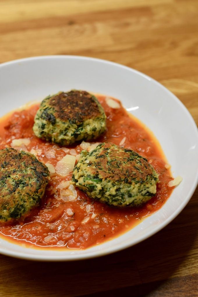 Ricotta Spinat Bällchen in Tomatensoße