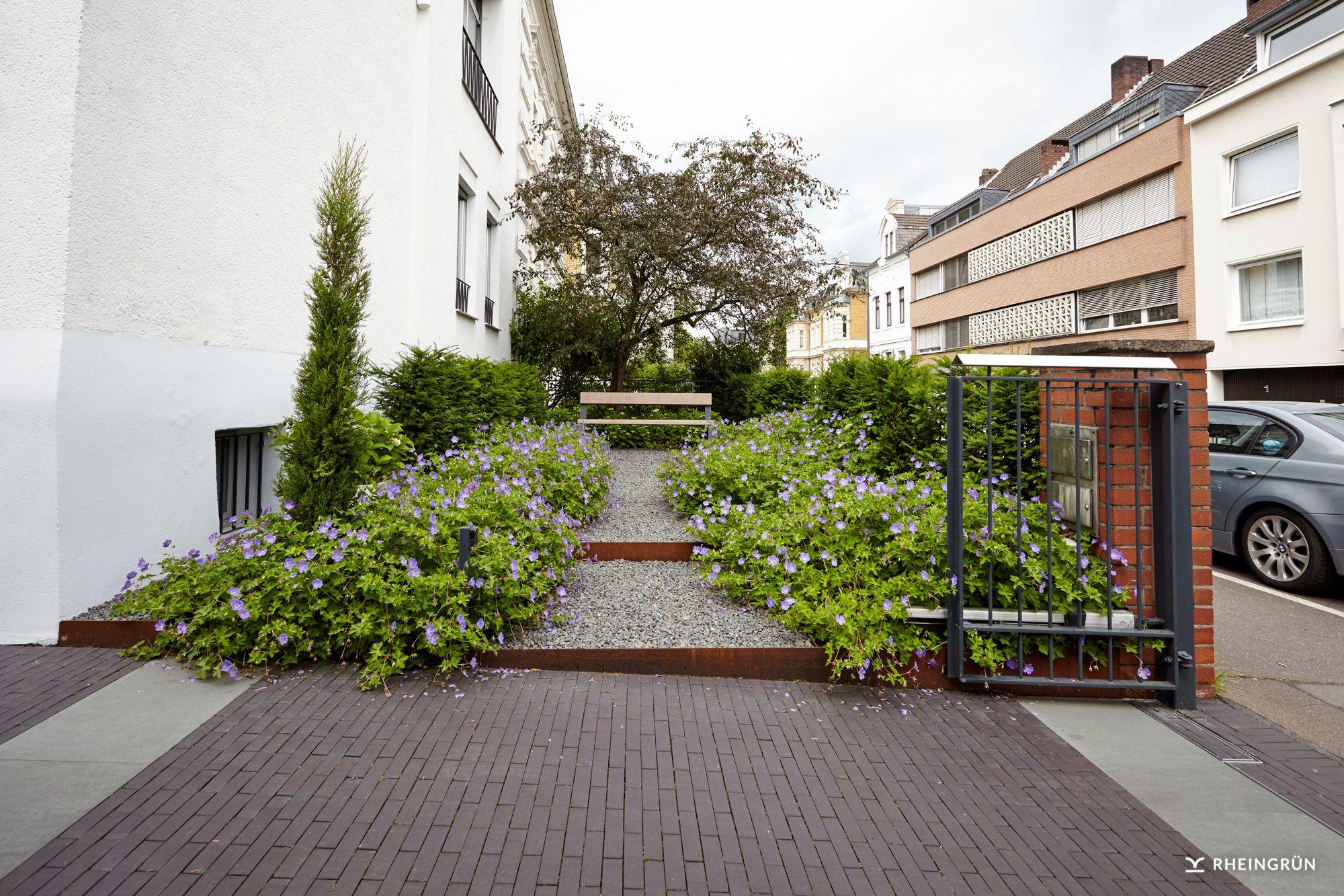 Fesselnde Vorgartengestaltung Modern Foto Von Moderne Mit Weg Zu Gartenbank Aus Zierschotter