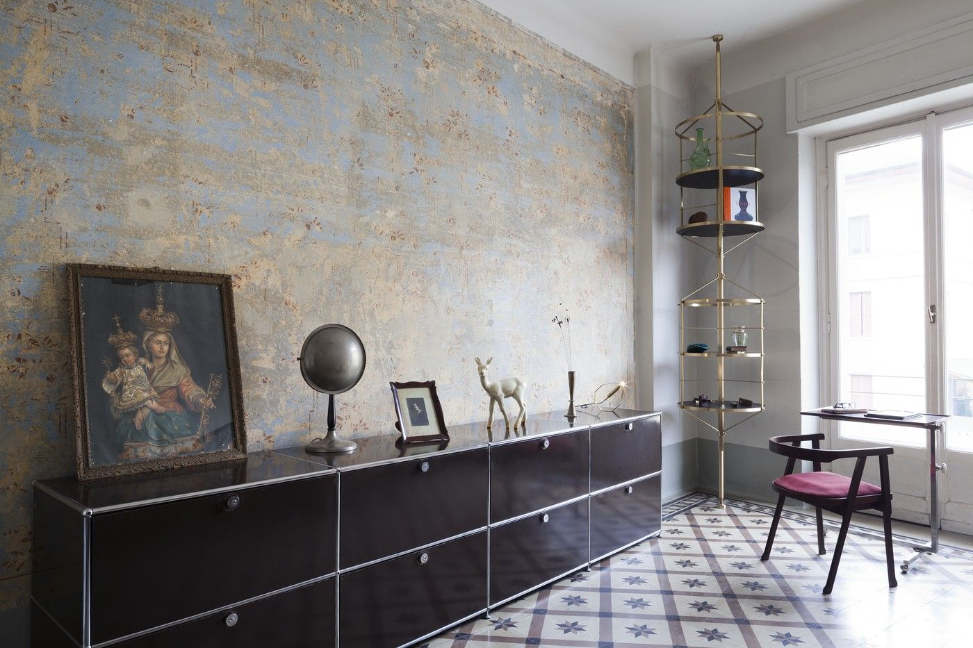 Milan Based Scenographer Pietro Russo Is An Experienced And Sensitive Designer Of Both Homes And Furniture Alike The Apartment Design Interior Interior Trend